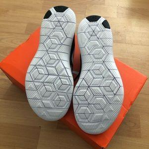 Nike Shoes - Nike women flex contact, size 7